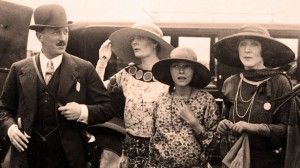 arriving-for-the-races-circa-1929